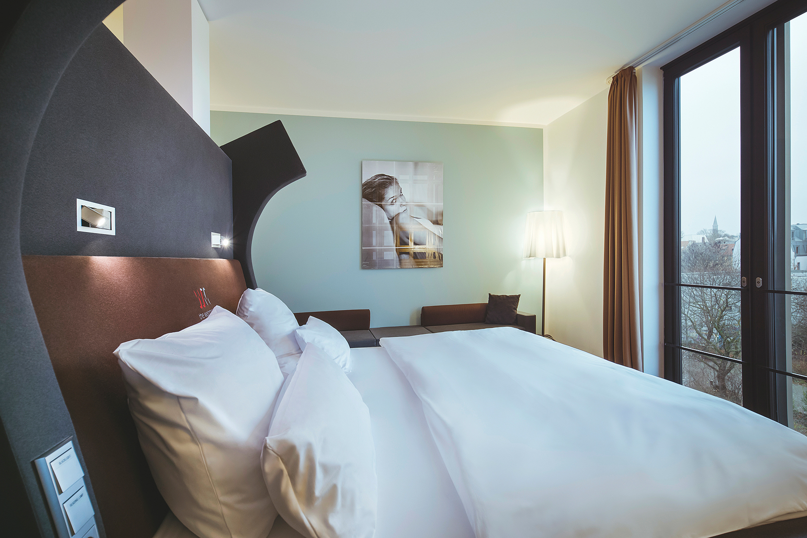 Large Room with the view to the double bed